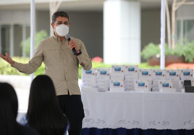 Anuncia el presidente Hernández: Maestros serán parte del primer grupo que recibirá la vacuna anticovid