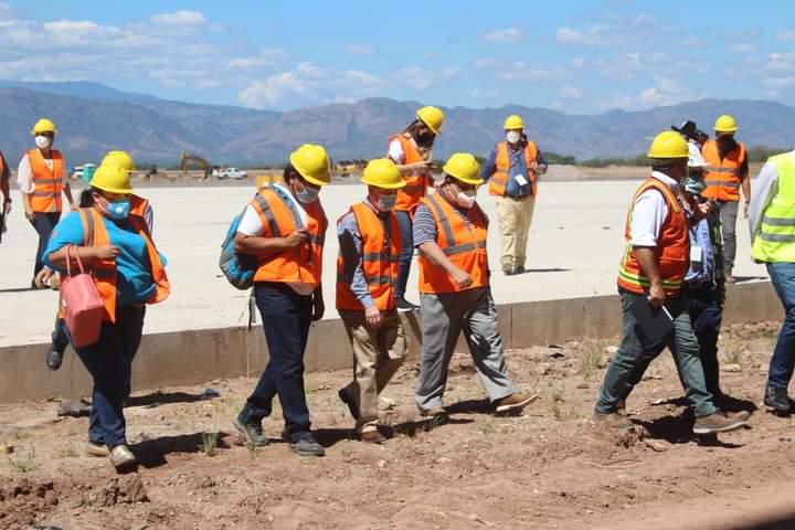Alcalde Carlos Miranda supervisa avances de la construcción del aeropuerto internacional de Palmerola