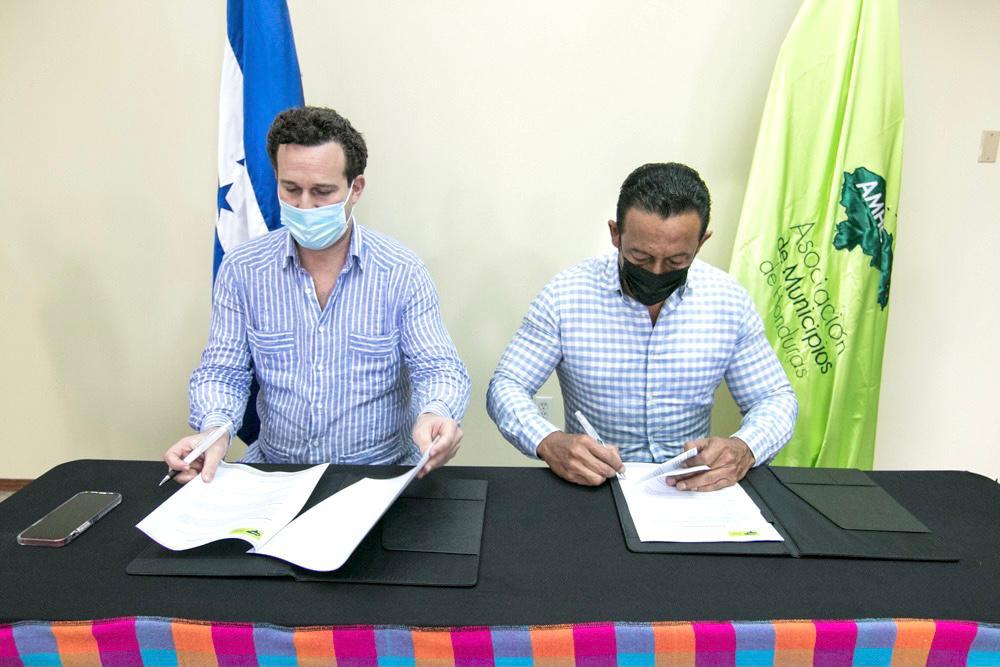 AMHON firma convenio para la sostenibilidad ambiental