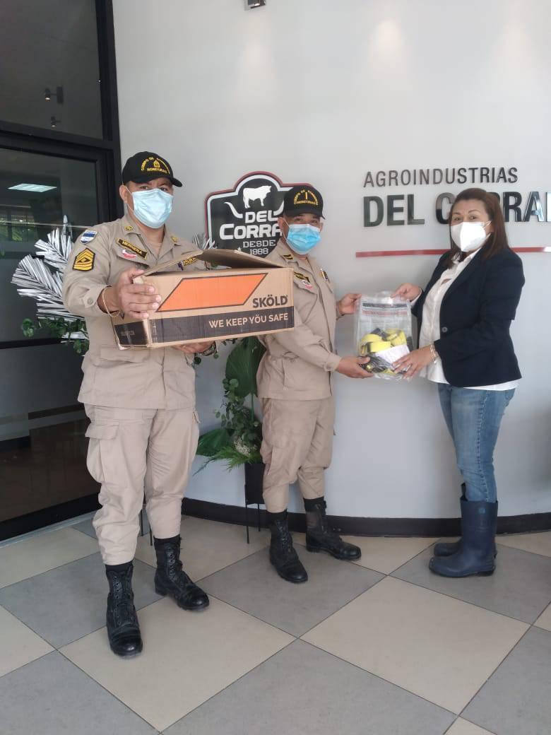 Agroindustria Del Corral  donó seis arnés de seguridad a Cuerpo de Bomberos de Siguatepeque