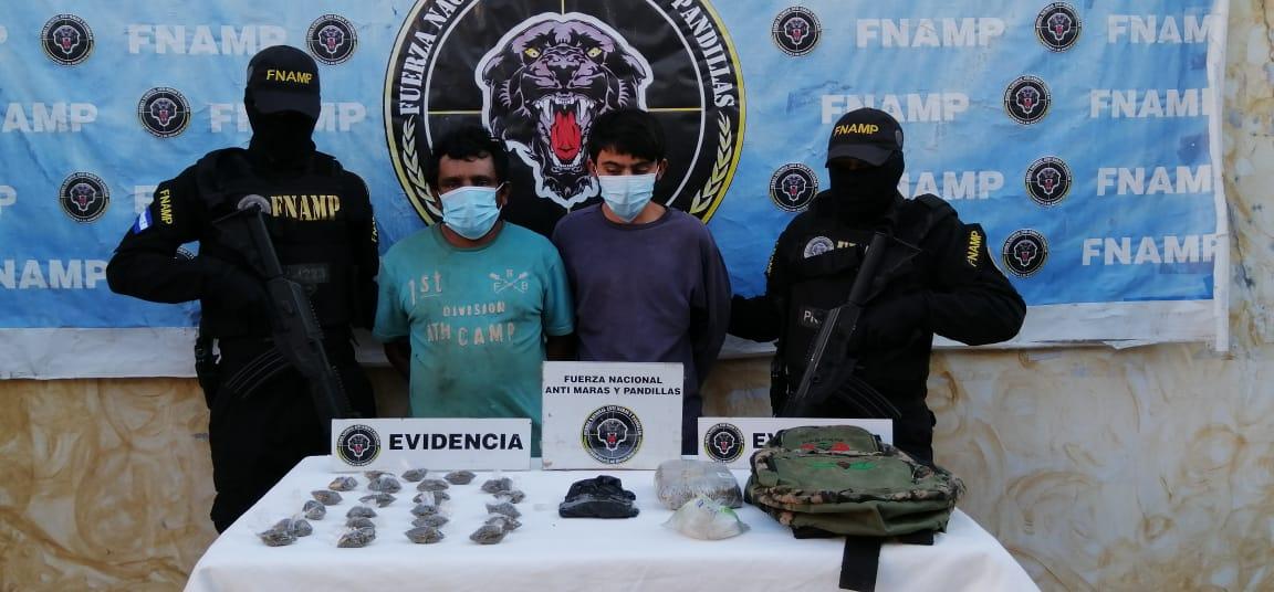 FNAMP detiene a dos distribuidores de drogas en la aldea La Jaguita en el municipio de Comayagua