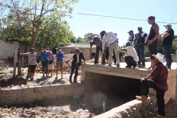 Alcalde de Comayagua supervisa construcción de caja puente y canalización de aguas lluvias en la colonia Fuerzas Armadas