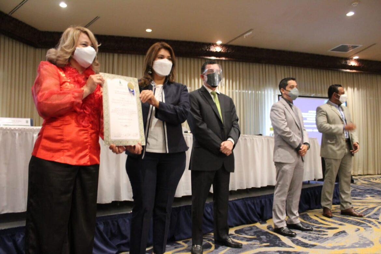Salud recibe pergamino de reconocimiento en la Verificación de Información Publica en Portales de Transparencia