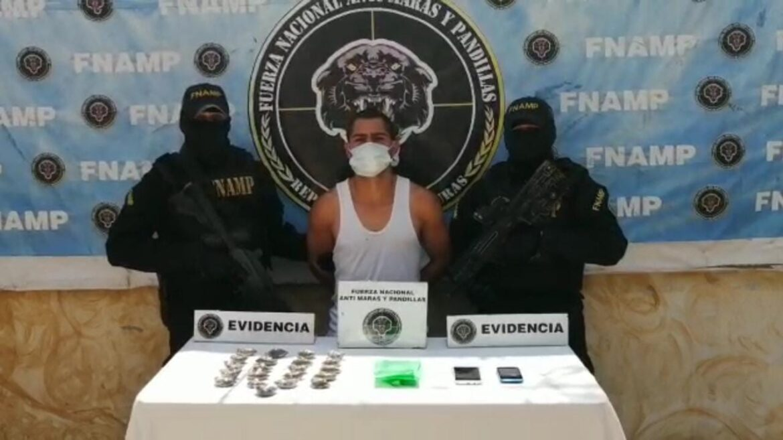 FNAMP detiene a distribuidor de drogas en la Col. Valentín Suárez en el municipio de Comayagua