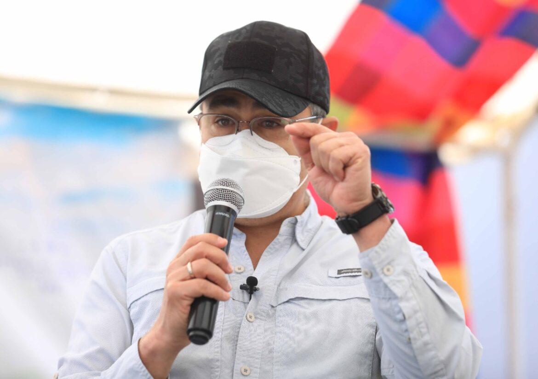 Presidente Hernández pide a la población no temer a la vacuna contra covid-19