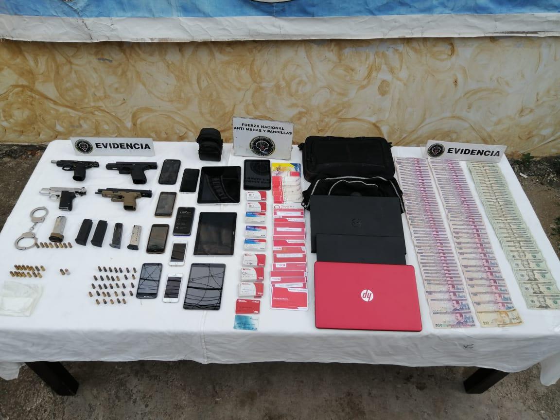 FNAMP detiene a presunto administrador y ex funcionario policial, el cuál tenía en su poder varias armas de fuego, indumentaria policial y una fuerte suma de dinero