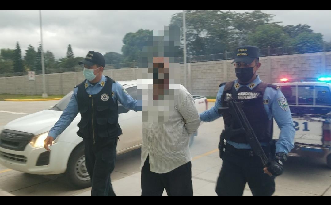 Sexagenario de oficio taxista es arrestado por intentar abusar sexualmente de una pasajera