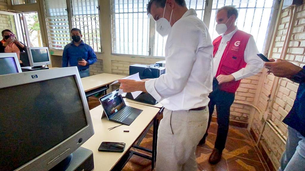 15 escuelas y comunidades rurales reciben conectividad y teleeducación a través internet satelital humanitario.