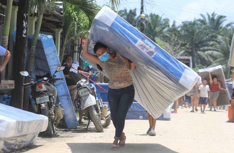 Justicia social en Yoro: Afectados por tormentas en El Negrito reciben ayuda humanitaria y bonos del Gobierno