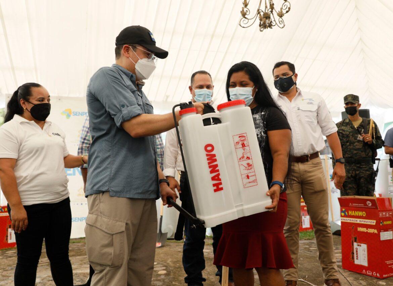 Campesinas de Choluteca reciben herramientas para aumentar su producción