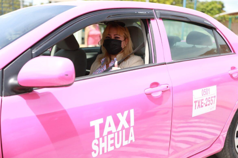 """Con apoyo de la Escuela Nacional de Transporte Terrestre del IHTT y Ciudad Mujer se gradúan 21 conductoras de """"Taxi Rosa"""" en San Pedro Sula"""