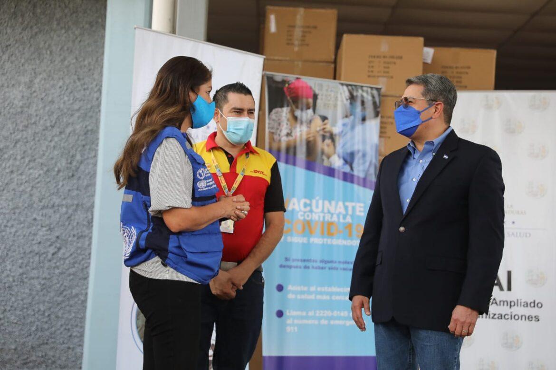 Presidente Hernández recibe cargamento de 54.990 dosis de vacunas anticovid de Pfizer compradas con el dinero del pueblo hondureño