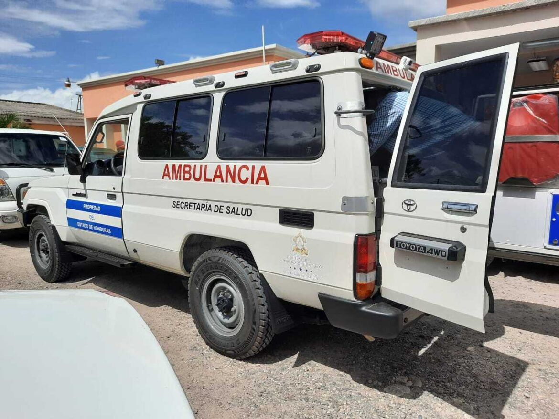 Gobierno de la República entrega ambulancia al HRSC.