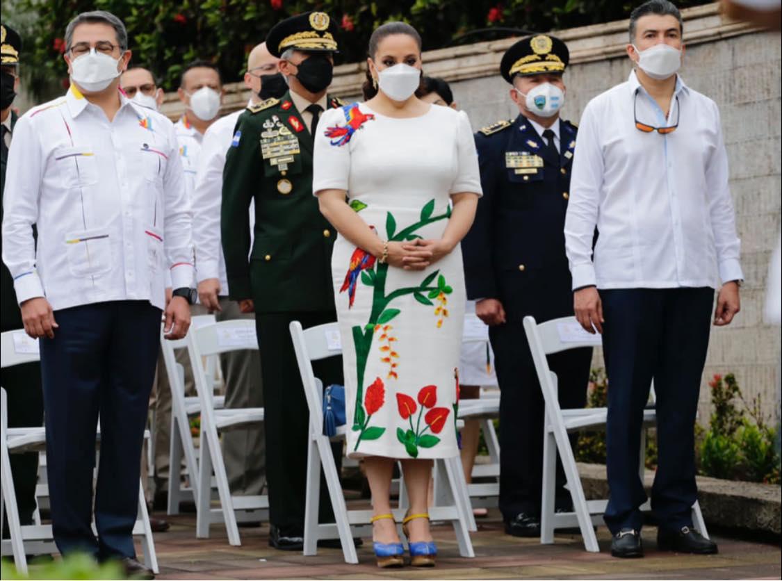 Ave Nacional de Honduras destaca en atuendo de primera dama