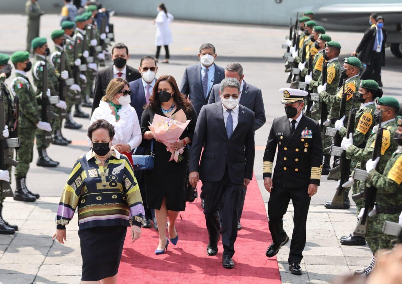 Presidente Hernández llega a México para participar en la Cumbre de la Celac