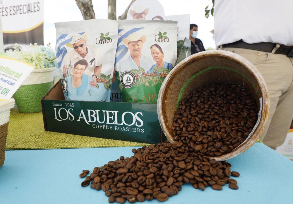 Gobierno inaugura planta de procesamiento, laboratorio y secadoras de café de COAEDCAL